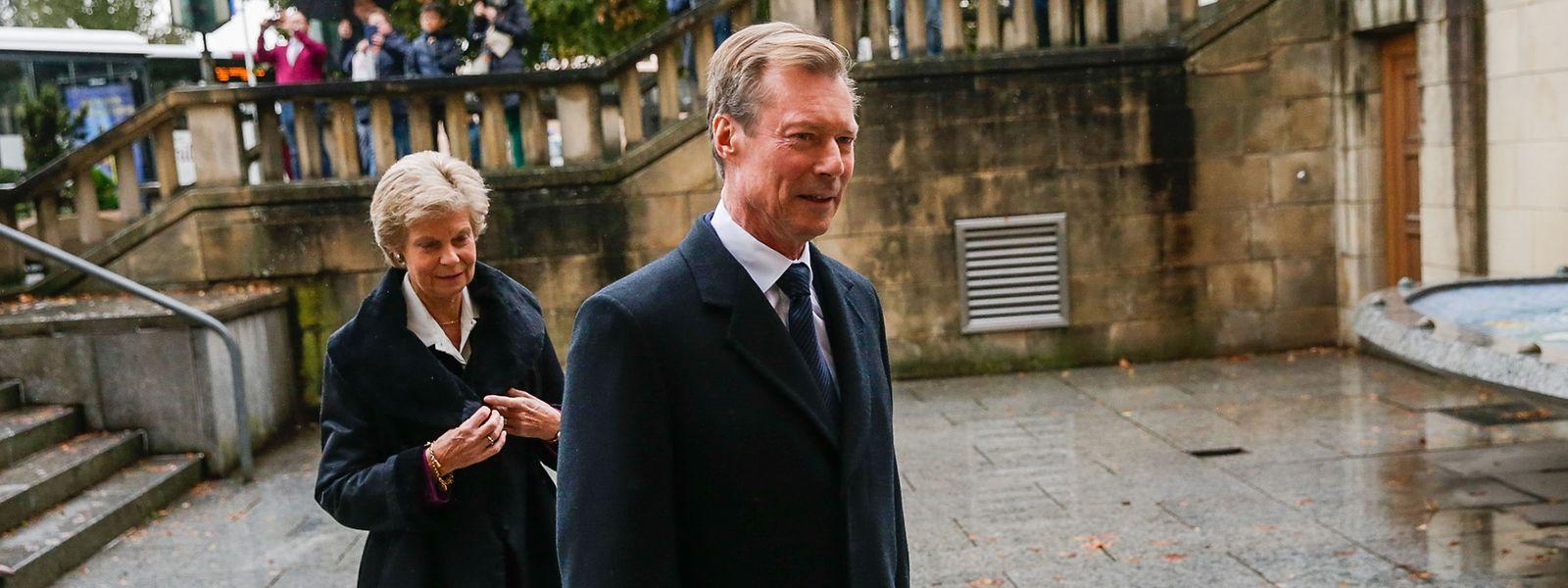 Le Grand-Duc et sa soeur Marie-Astrid à leur arrivée à la cathédrale