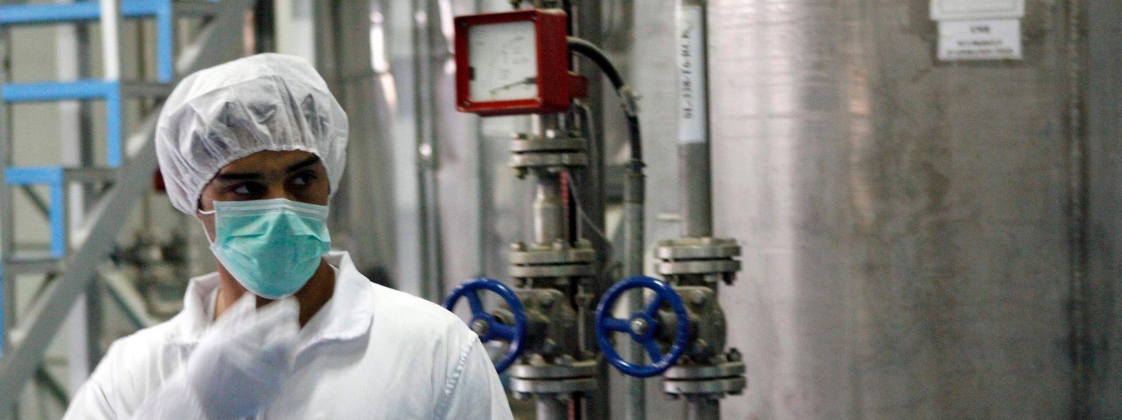 Ein iranischer Techniker in einer Nuklearanlage in Isfahan.