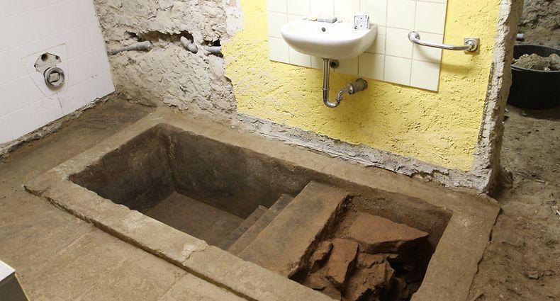 Der Fund des 150 Jahre alte Mikwe im Keller der Ettelbrücker Synagoge kommt einer kleinen Sensation gleich. / Foto: Arlette SCHMIT-THIERING