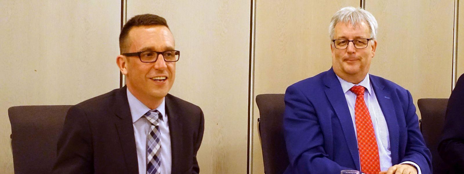 Thomas Schmitt (links) am Abend seiner Wahl im März 2017.