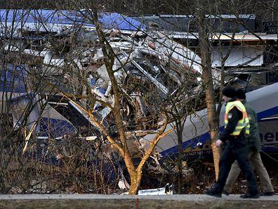La collision entre les deux trains, qui circulaient à une vitesse d'environ 100 km/h, est survenue dans un virage.