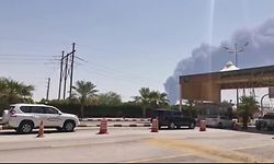 TOPSHOT - This AFPTV screen grab from a video made on September 14, 2019, shows smoke billowing from an Aramco oil facility in Abqaiq about 60km (37 miles) southwest of Dhahran in Saudi Arabia's eastern province. - Drone attacks sparked fires at two Saudi Aramco oil facilities early today, the interior ministry said, in the latest assault on the state-owned energy giant as it prepares for a much-anticipated stock listing. Yemen's Iran-aligned Huthi rebels claimed the drone attacks, according to the group's Al-Masirah television. (Photo by - / AFP)