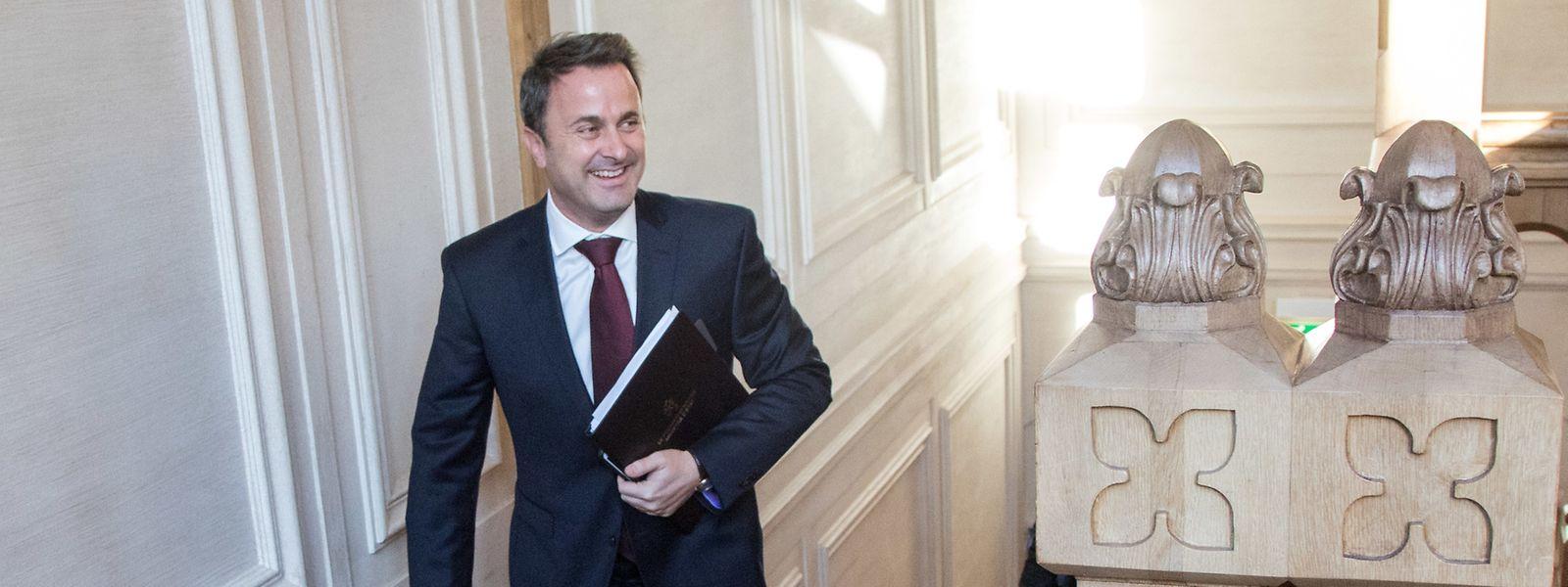 Premier Xavier Bettel auf dem Weg ins Plenum. In seiner Regierungserklärung skizzierte er am 11. Dezember die Regierungsarbeit für die nächsten fünf Jahre.