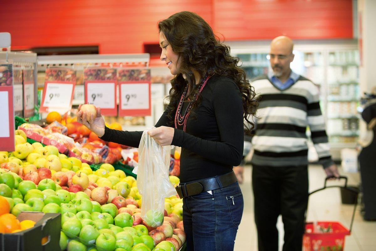 Les sachets en plastique au rayon fruits et légumes, c'est bientôt du passé.