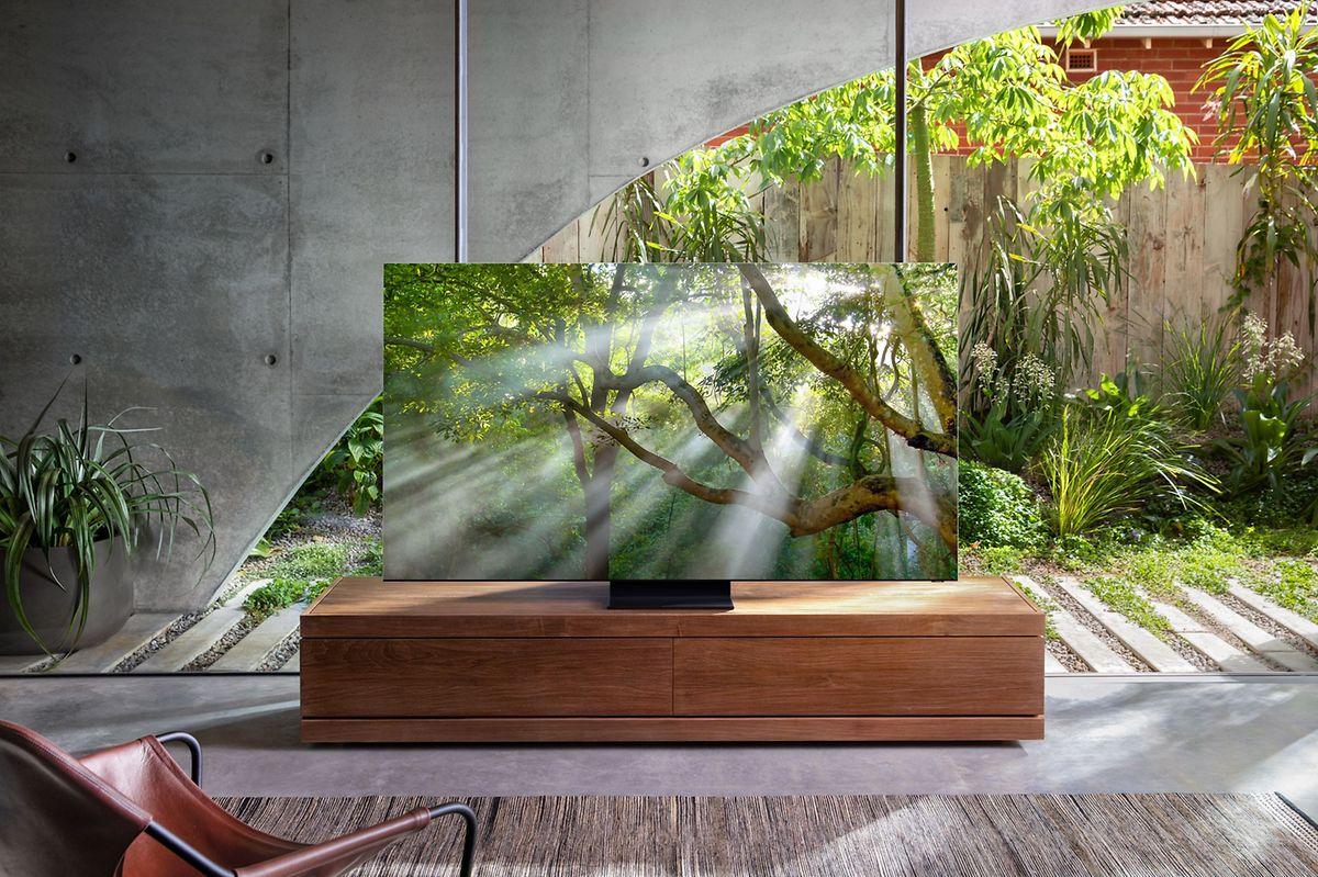 """Der """"Q950T QLED 8K"""" von Samsung ist der erste Fernseher im """"Infinity Screen""""-Design, bei dem der Bildschirm 99 Prozent der sichtbaren Fläche ausmacht. Niedrig aufgelöste Inhalte werden automatisch auf gestochen scharfe 8K-Auflösunghochskaliert.Preis: um 6.000 Euro."""