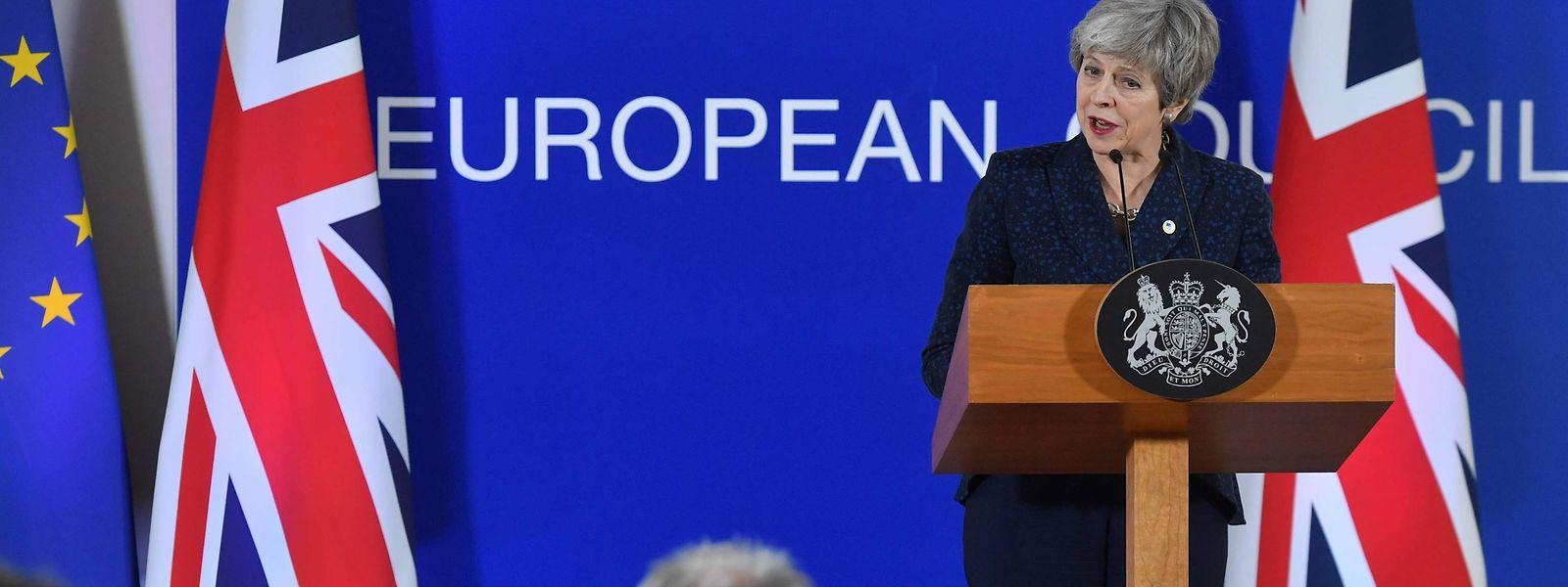 Theresa May könnte zum dritten Mal im Unterhaus leer ausgehen: Britischen Medien zufolge haben sich weitere Parlamentarier von der Premierministerin abgewandt.