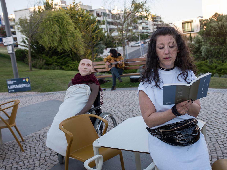 Leitura encenada de excertos de 'Cérus',o na Noite da Literatura Europeia, em Oeiras, Portugal, por Lucie Marinho, acompanhada à guitarra por André David.