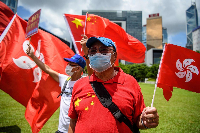 Pro-chinesische Demonstranten feierten die Verabschiedung des Gesetzes.