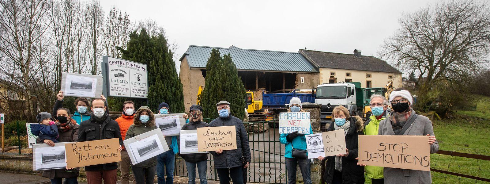 """Die alten Bauernhäuser sollen erhalten bleiben. Dafür setzt sich die Interessengruppe """"Luxembourg under construction"""" ein – und rief am Wochenende zum Protest auf."""