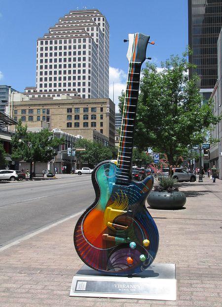 Die Musik ist in Austin allgegenwärtig - zum Beispiel durch diese Skulptur in Form einer Gitarre.