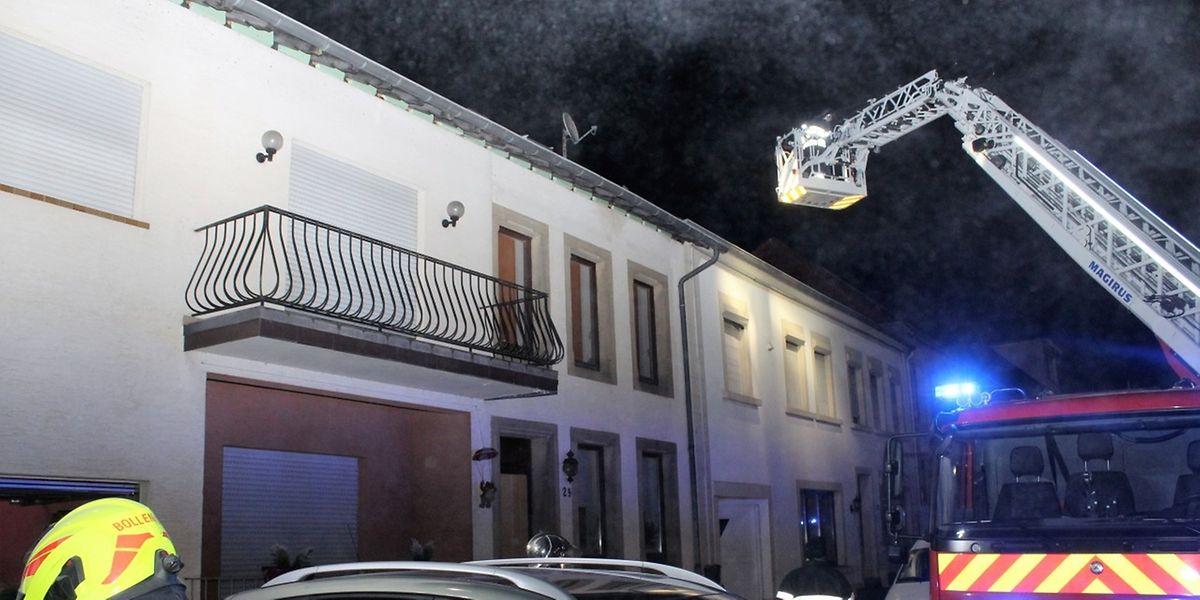 Der Kamin des Wohnhauses in der Grusswiss Nr.24 in Bollendorf-Brücke brannte am Montagabend.