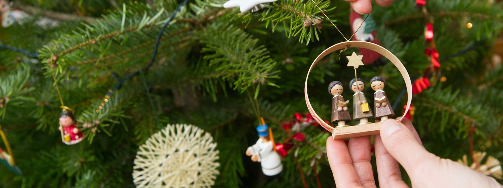 Pro Viertel Meter Höhe bieten sich je nach Durchmesser zehn bis 20 Dekorationselemente für den Weihnachtsbaum an.