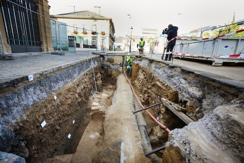 Erste Ergebnisse der archäologischen Ausgrabungen unter dem Knuedler wurden am Donnerstag präsentiert.