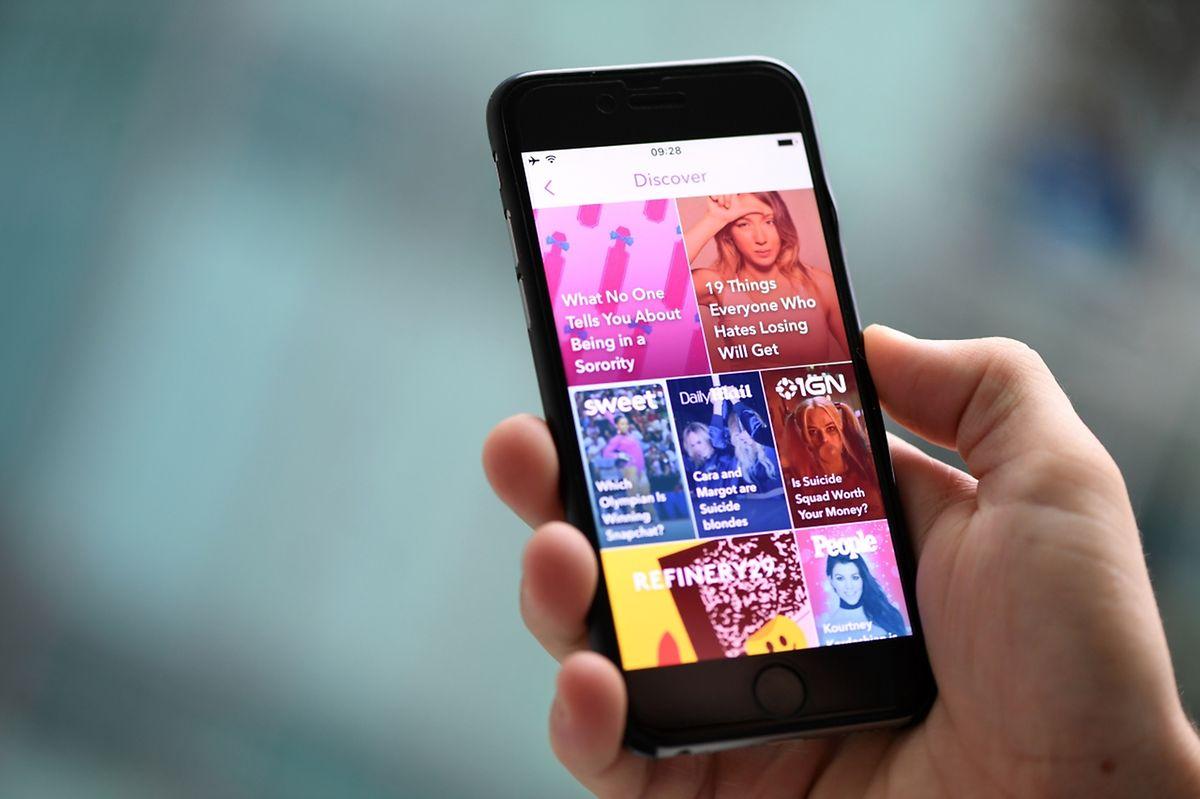 Mit der Discover-Funktion können speziell für Snapchat entwickelte Geschichten internationaler Medien gefunden werden.