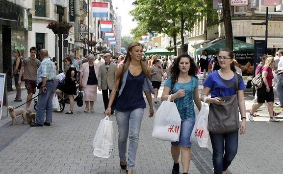 luxemburger wort magasins ouverts dimanche luxembourg les lignes de bus gratuites. Black Bedroom Furniture Sets. Home Design Ideas