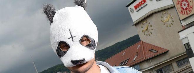 Der Stuttgarter Musiker, der als Rapper Cro bekannt ist und mit Vornamen Carlo heißt.
