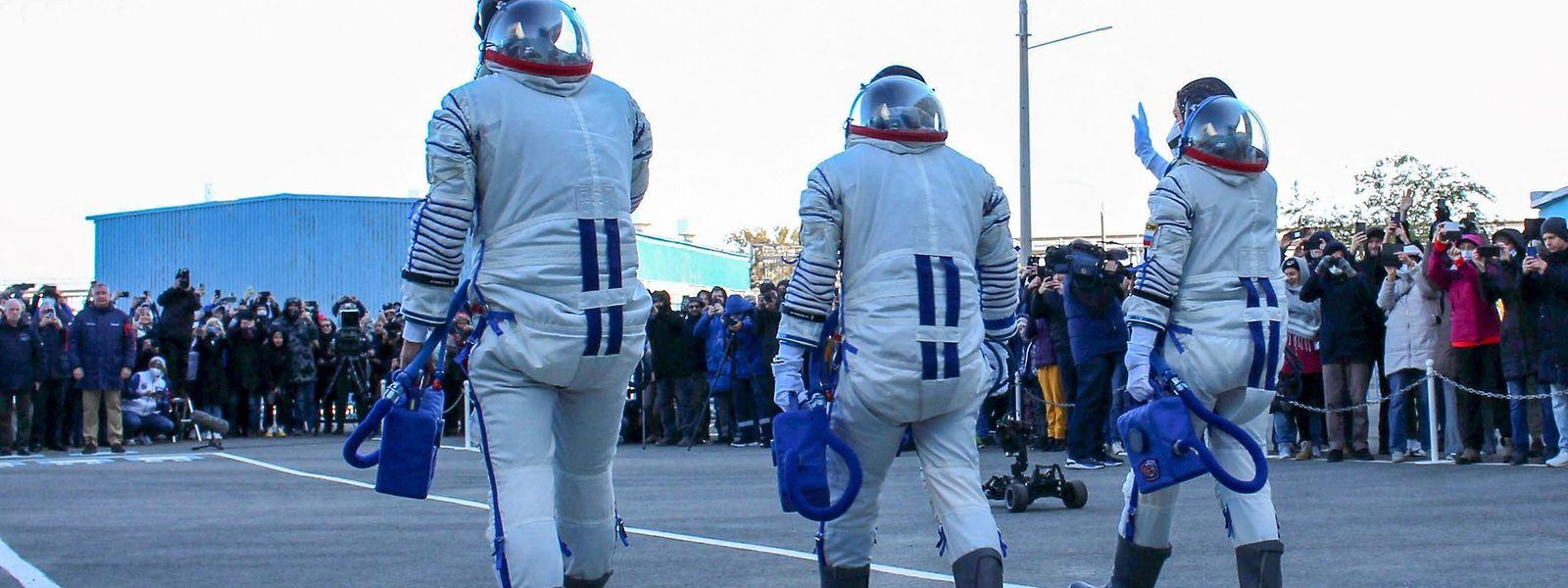 Avant de partir, comédienne et réalisateur ont subi tests et entraînements pour être aptes à vivre dans l'ISS.