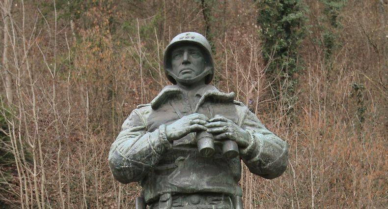 Die Patton-Statue, die seit 50 Jahren am Patton-Square in Ettelbrück steht, ist das Wahrzeichen der Stadt. / Foto: Arlette SCHMIT-THIERING