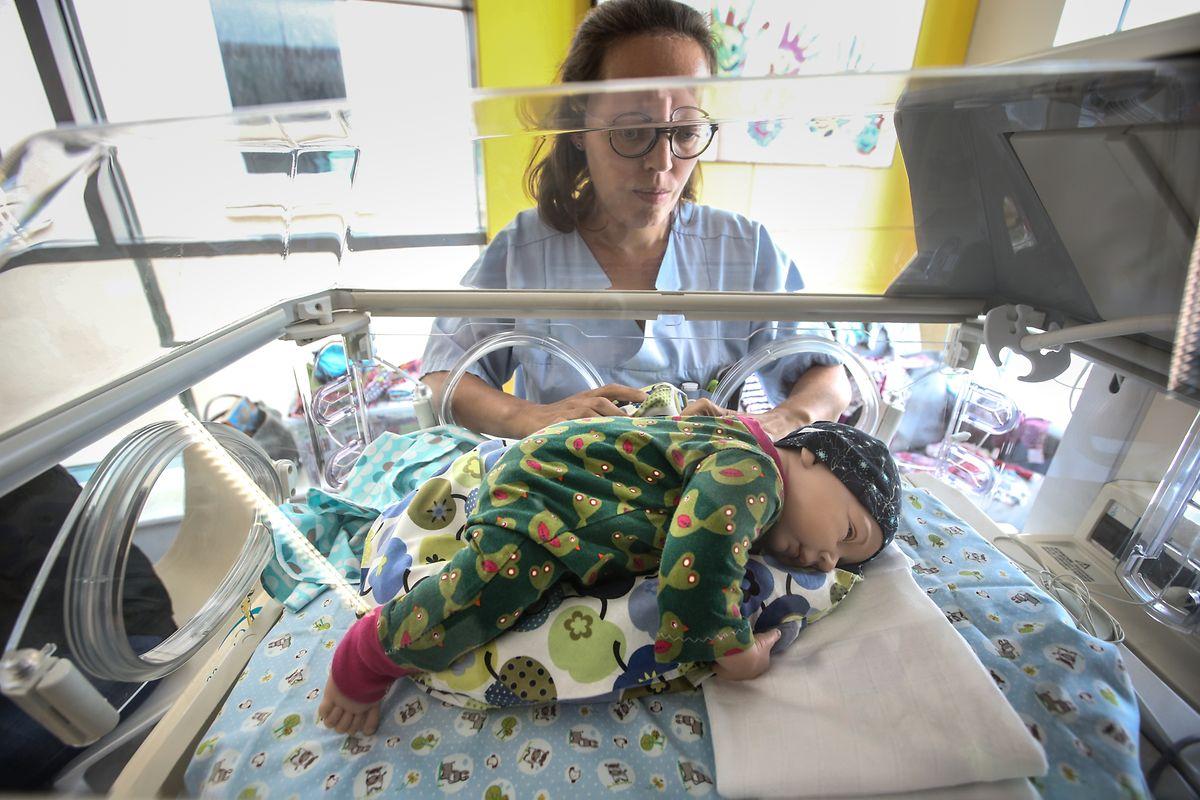 """""""Richtige"""" Babykleidung bringt etwas Normalität in den Klinikalltag."""