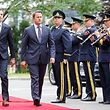 (de g. à dr.) Sorin Mihai Grindeanu, Premier ministre de Roumanie ; Xavier Bettel, Premier ministre, ministre d'État