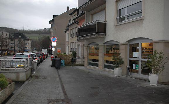 Die Bäckerei befindet sich direkt gegenüber einer Polizeidienststelle.