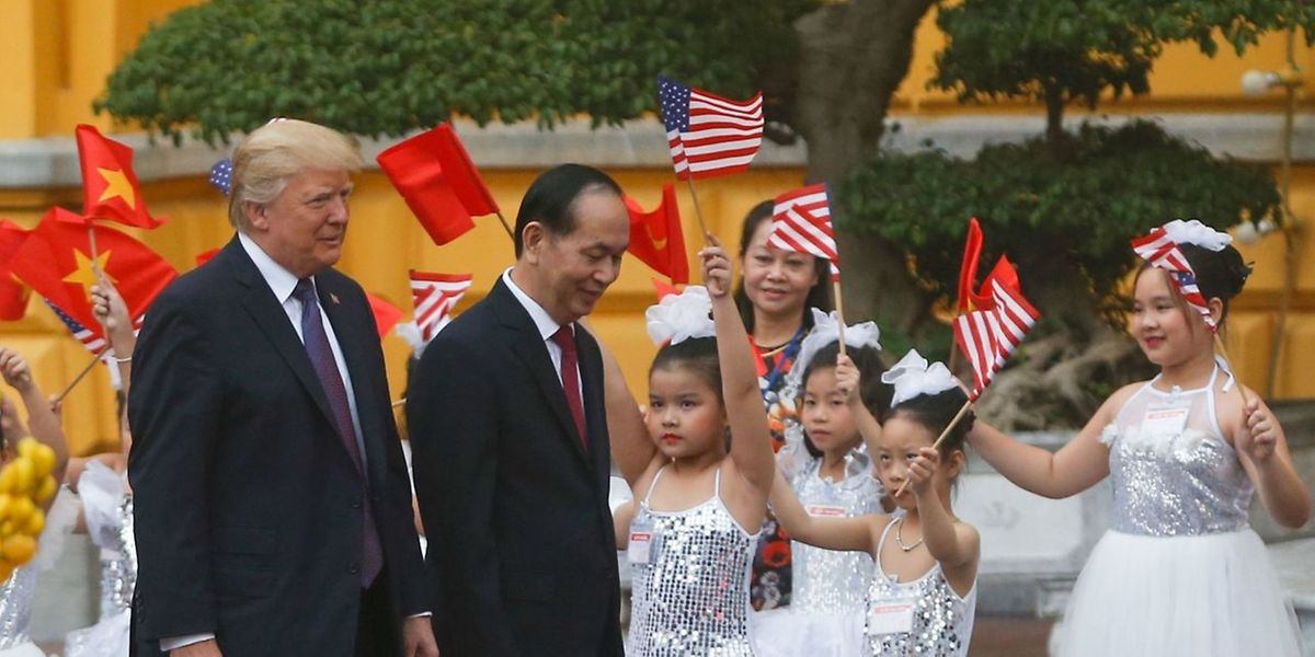 US-Präsident Donald Trump wird vom vietnamesischen Präsident Tran Dai Quang empfangen.