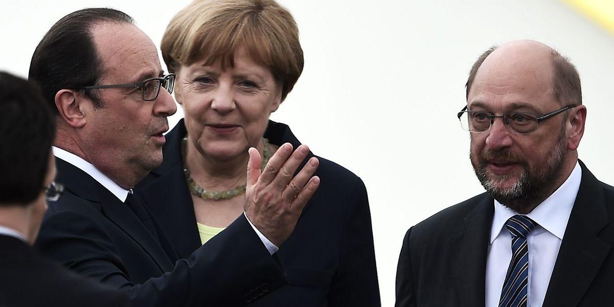 Martin Schulz (à dir) vai enfrentar Angela Merkel (ao centro) nas eleições alemãs