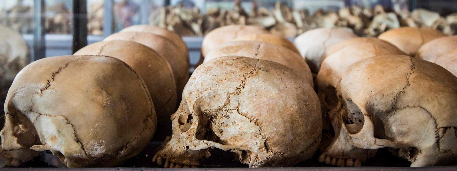 Schädel mit schrecklichen Spuren: Die meisten Opfer wurden mit Macheten getötet.