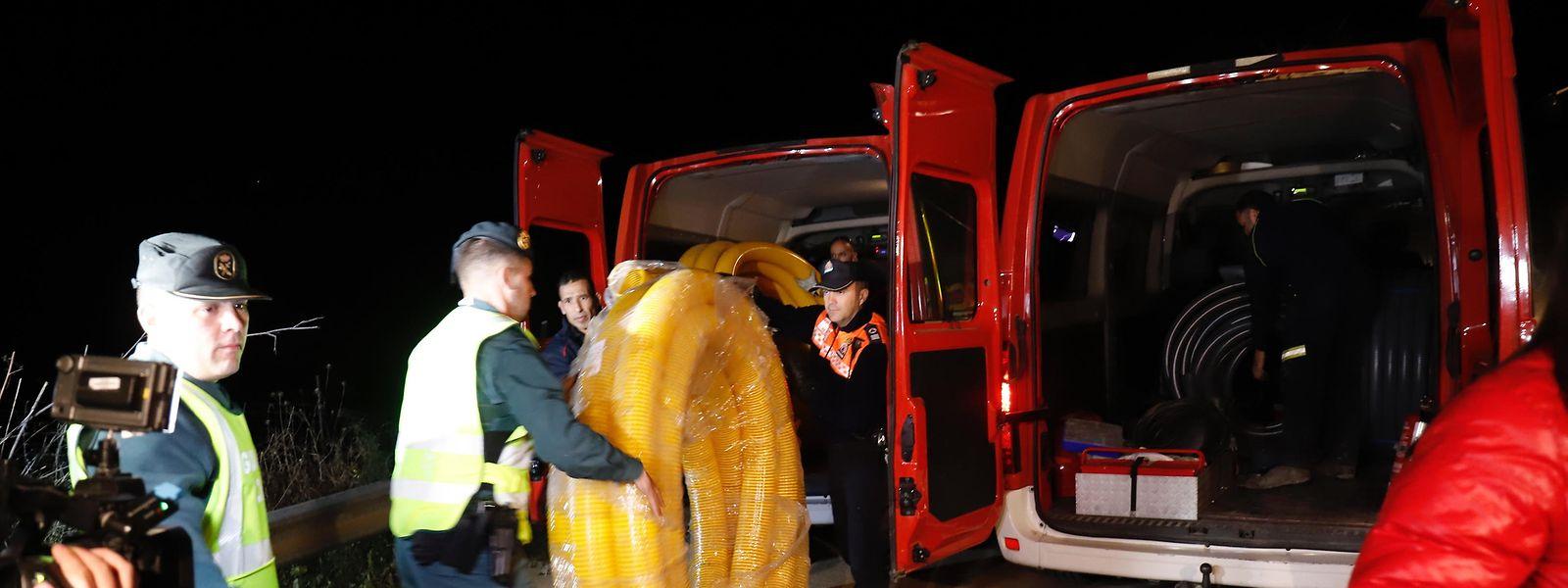 An der Suche beteiligten sich gut hundert Angehörige der Feuerwehr, der Polizei, des Zivilschutzes und anderer Notdienste.