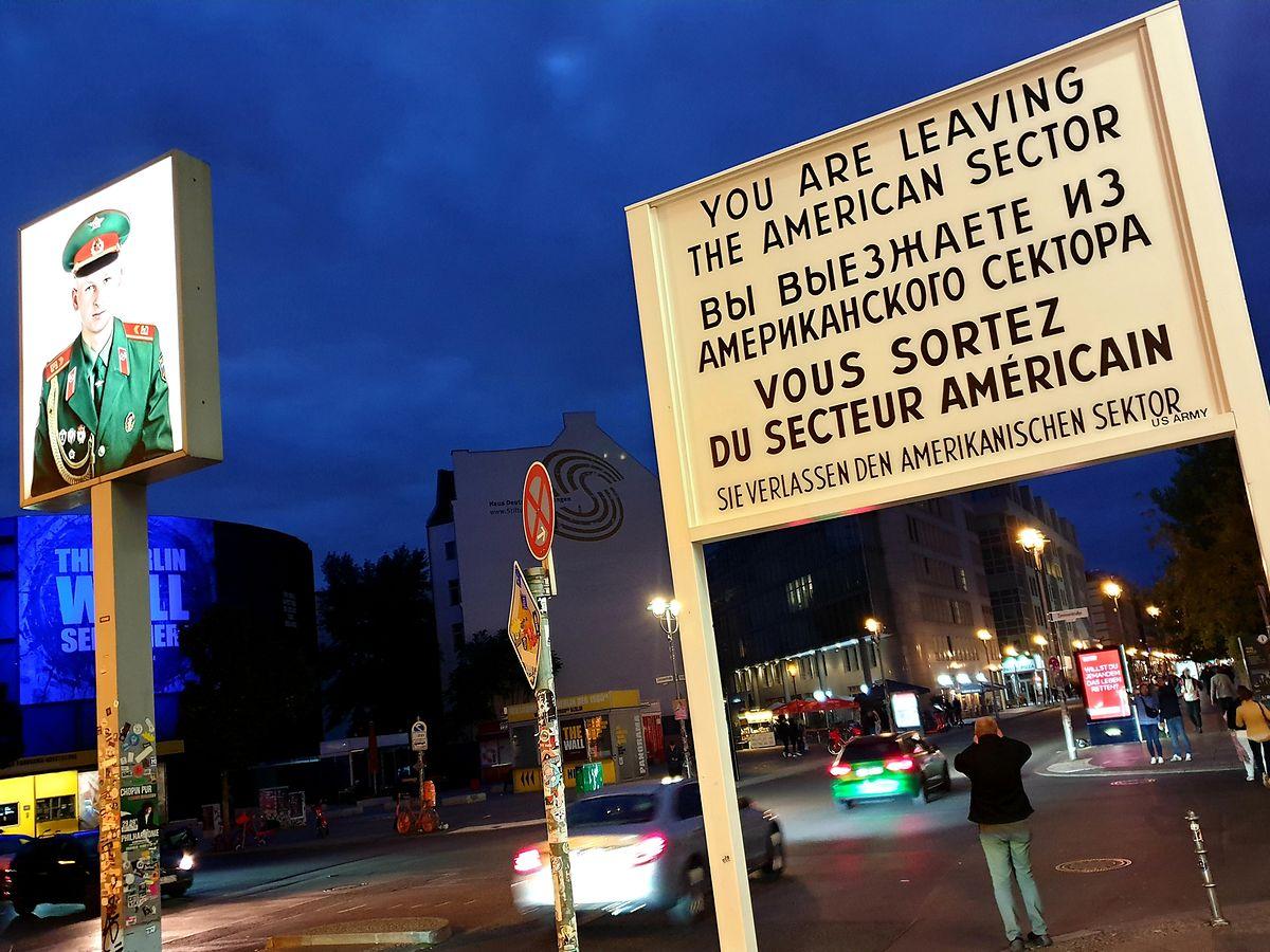 """Einen lebendigen Ausflug in die Vergangenheit bietet das Unternehmen """"TimeRide"""" am Checkpoint Charlie."""
