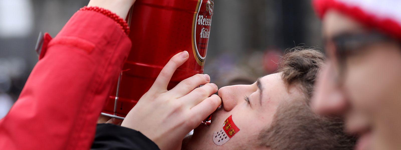 Alkohol sei - kaum überraschend - auch im Spiel gewesen, als ein Mann beim Kölner Karneval mit einem Kabelbinder gewürgt wurde.