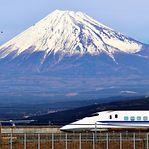 Comboio-bala no Japão atinge 382 quilómetros por hora