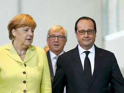 Angela Merkel et François Hollande, avec Jean-Claude Juncker (à l'arrière-plan) en juin 2015.