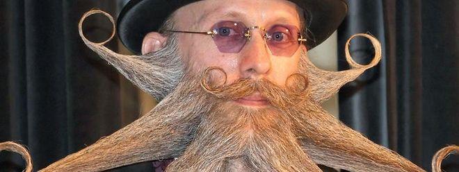 Arne Bielefeld aus den USA präsentiert seinen Bart bei der Internationalen Deutschen Bartmeisterschaft.