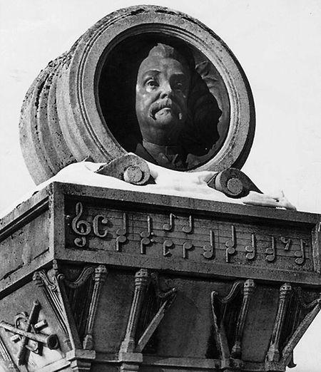Das Grab und Denkmal von Jean-Antoine Zinnen auf dem Liebfrauenfriedhof.