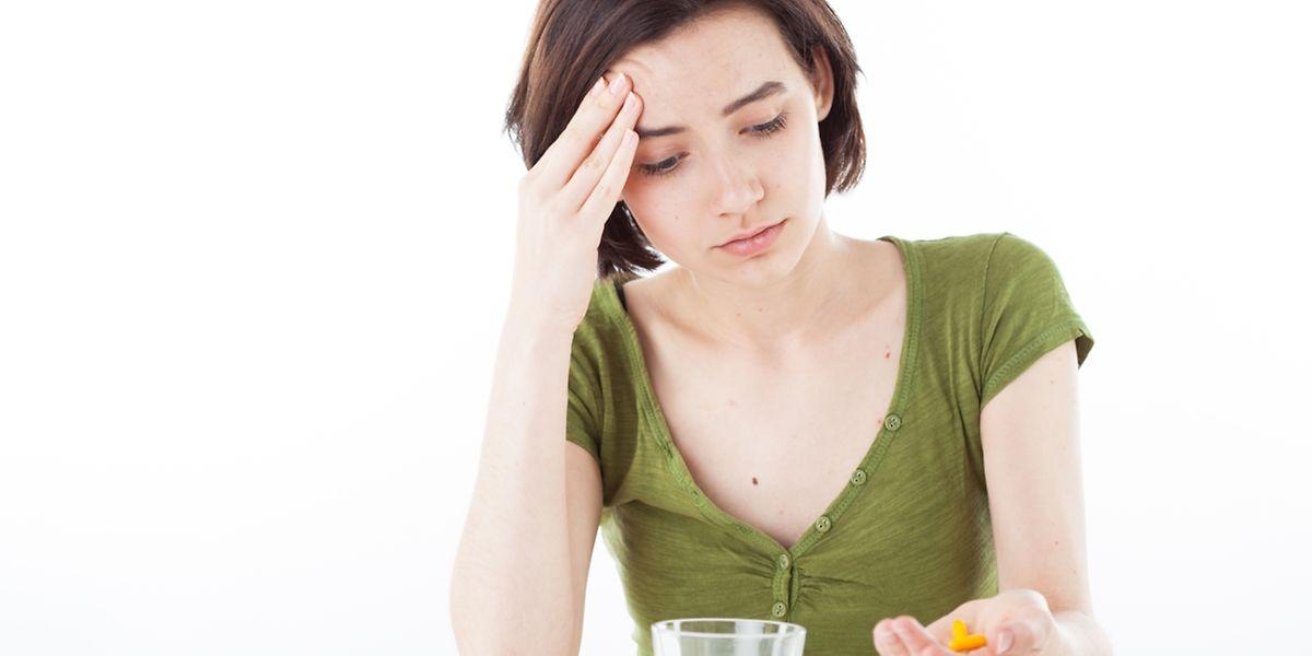 Wer Kopfschmerzen hat, nimmt dagegen häufig Tabletten. Genau davon raten Experten aber ab - schlimmstenfalls können Betroffene irgendwann gar nicht mehr ohne die Pillen.