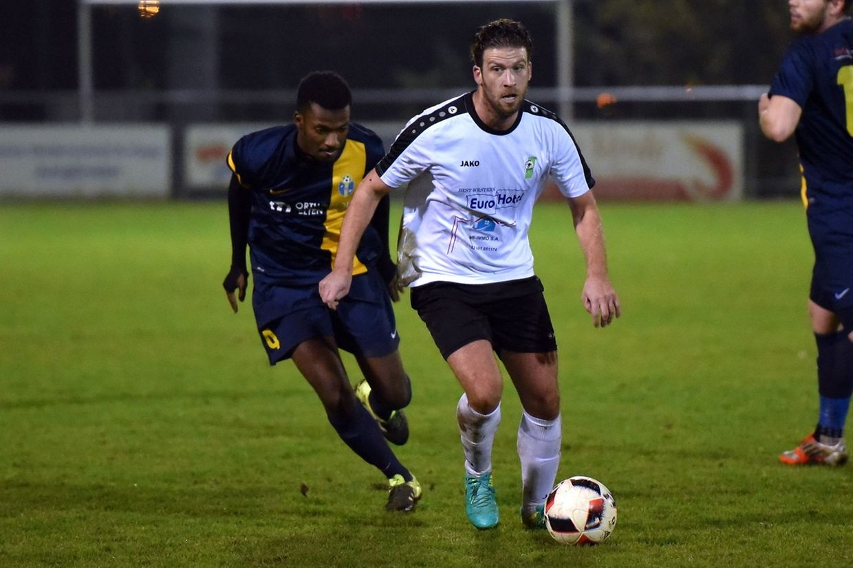 Danilio Marcelino à la poursuite de Rodrigo Goncalves. Junglinster a battu Belvaux 4-1.