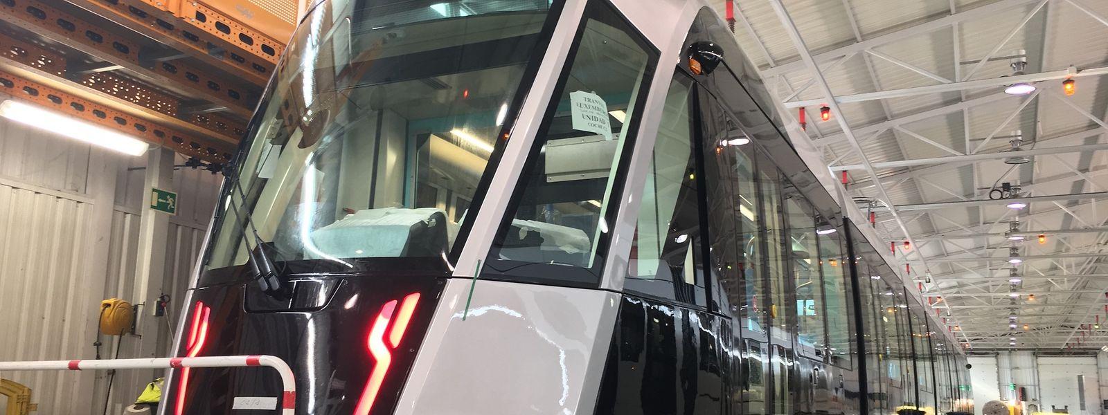 Das erste Tramfahrzeug für Luxemburg ist fertigestellt.