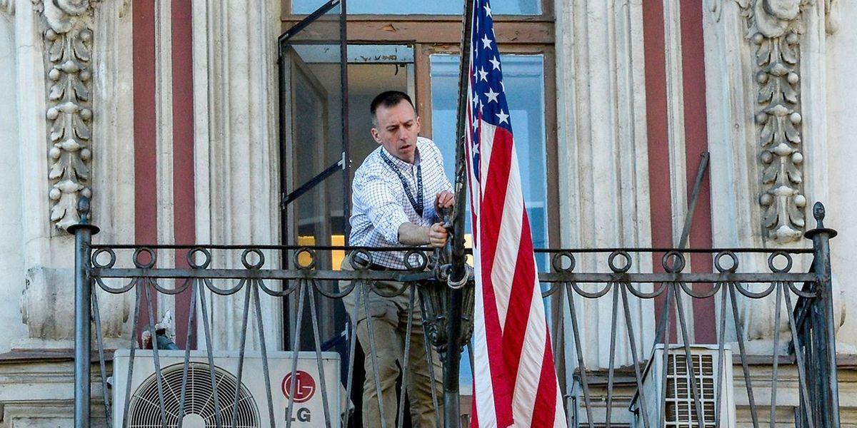 Im US-Konsulat von St. Petersburg packen die Mitarbeiter eifrig ihre Kisten. Das Konsulat soll noch am Samstag vollständig geräumt werden.