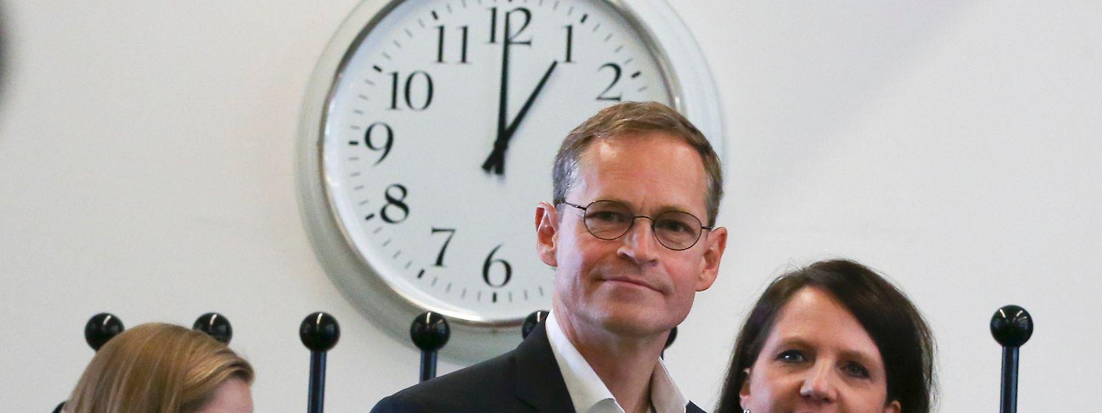 Der aktuelle Bürgermeister von Berlin Michael Müller (SPD) und seine Frau bei der Stimmabgabe im Wahllokal.