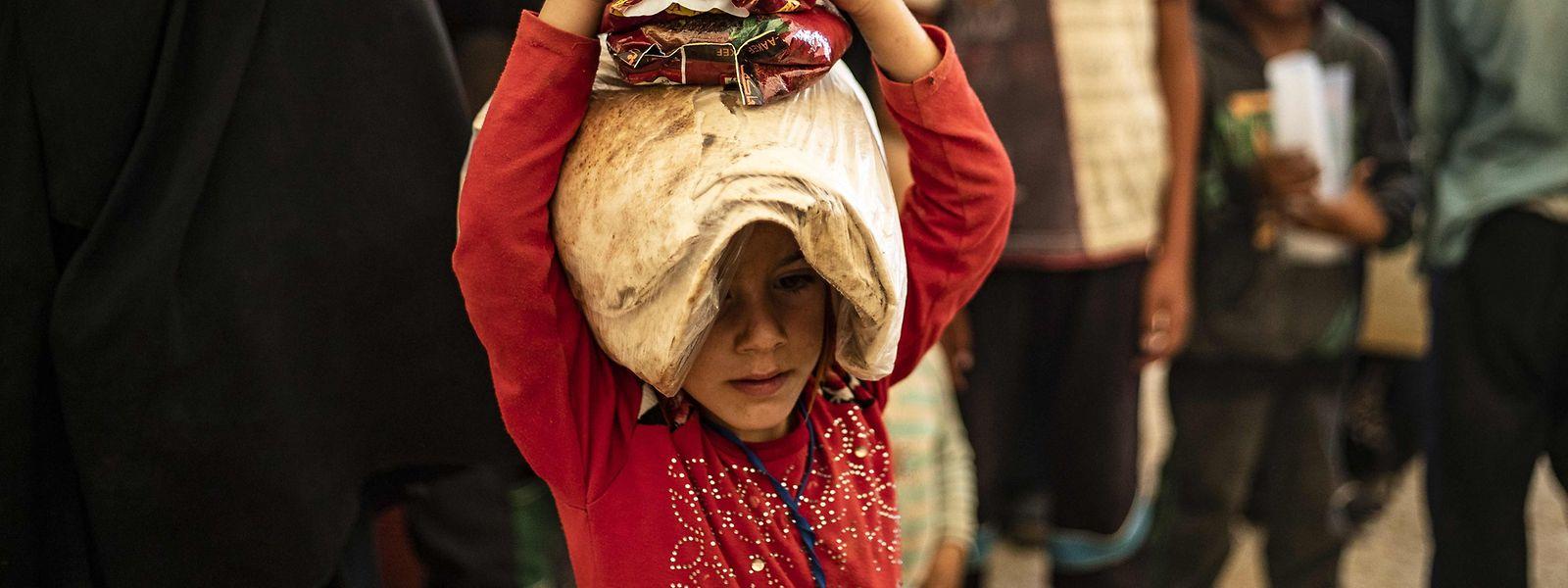 Dans le nord-est de la Syrie, dans les deux grands camps de Roj et Al Hol, les forces kurdes accueillent quelque 12.000 étrangers dont 4.000 femmes et 8.000 enfants de djihadistes.