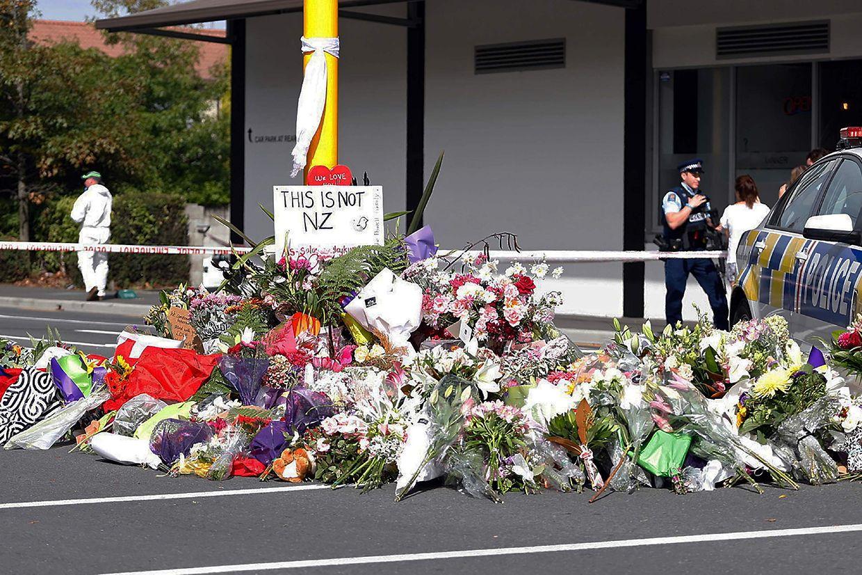 Deux jours après la tuerie qui a coûté la vie à 50 personnes dans deux mosquées de Christchurch, l'émotion reste vive en Nouvelle-Zélande.