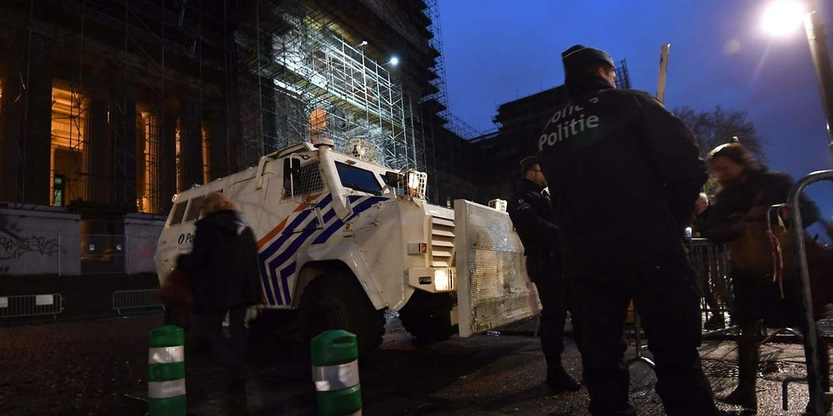 Hohe Sicherheitsvorkehrungen vor dem Gerichtsgebäude in Brüssel.