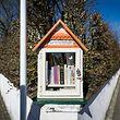"""Eine """"Little Free Library"""" in Sandweiler."""