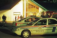 4669m5866:Luxembourg:20000531-Im Kulturzentrum von Wasserbillig wurden die Familien der Geiseln von Psychologen der Polizei und der Protection Civile betreut./Foto:Tom Wagner Copyright by Tom Wagner email: tomwag@attglobal.net
