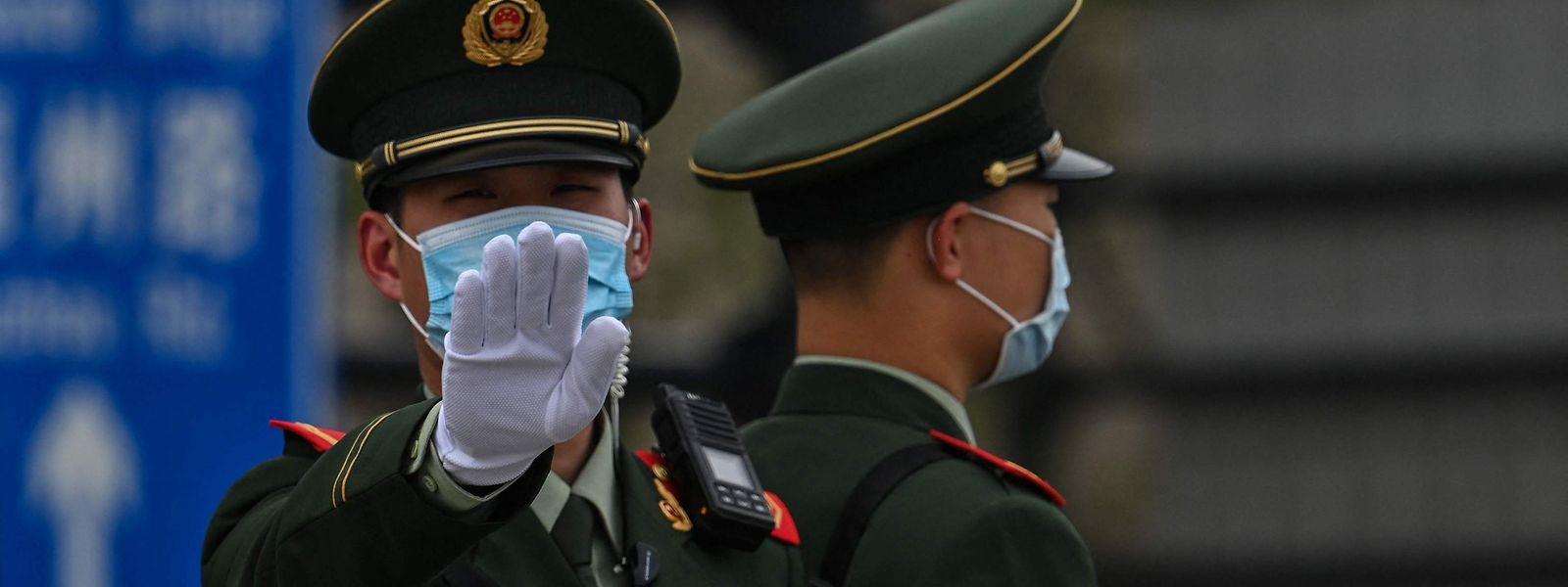 Chinesischer Polizist in Shanghai im April 2021.