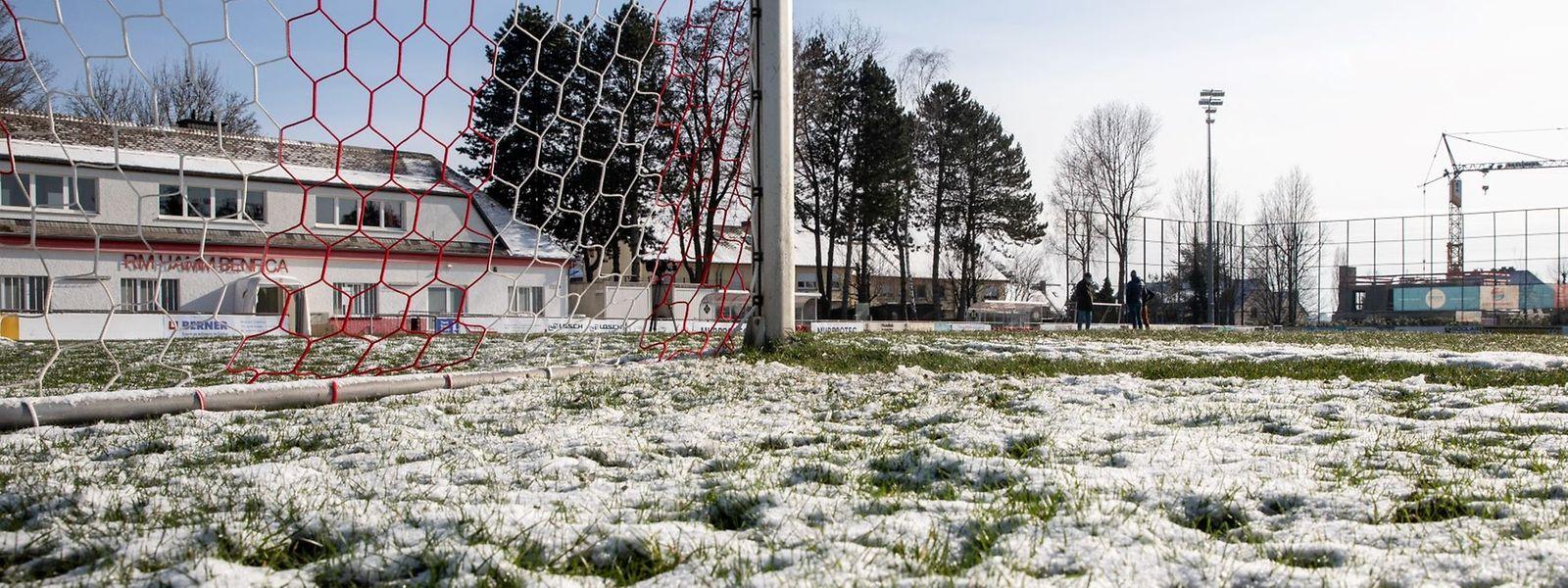 Ce cinquième report est cette fois lié aux mauvaises conditions de jeu, après la neige et les températures négatives de ces derniers jours.