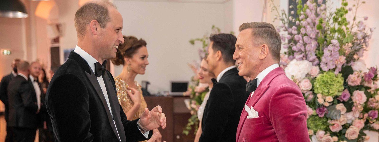 """Der britische Prinz William und """"Bond""""-Darsteller Daniel Craig im Gespräch in der Royal Albert Hall."""