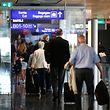 Einfacher und schneller soll auch das Boarding sein: Passagiere können das an neuen Scannern künftig selbst machen.