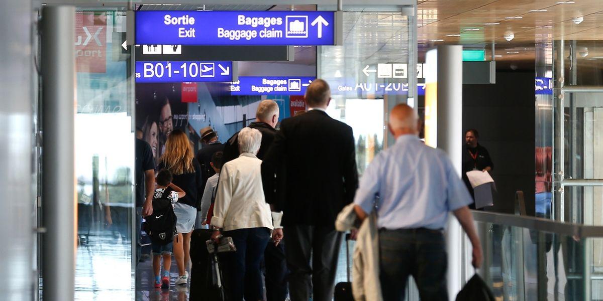 Geht das Gepäck am Heimatflughafen verloren, wird es hingegen schwierig, eine Erstattung von Noteinkäufen geltend zu machen.